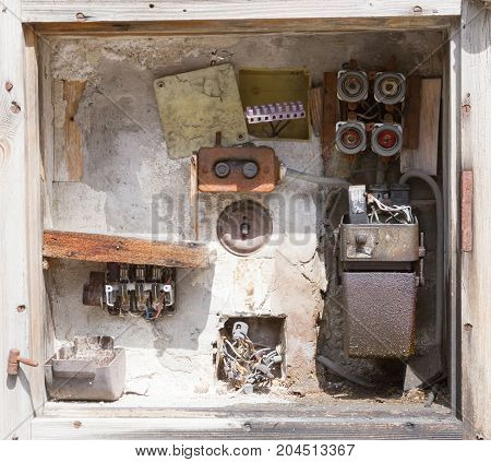 Very Old Fusebox