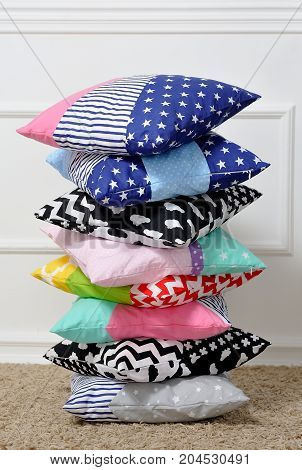 Many Pillows Are Stacked On Top Of Each Other Like A Pyramid