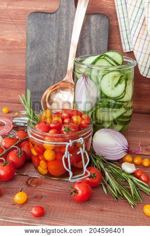 Canning fresh vegetables with vinegar and herbs