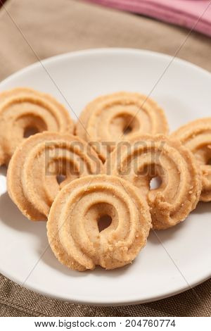 Round shaped cookie on dish - Stock Image