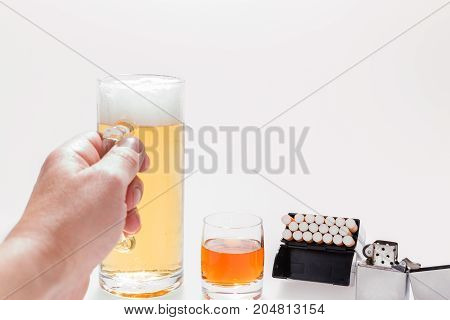 Alcoholic takes to the glass of beer, brandy and cigarettes