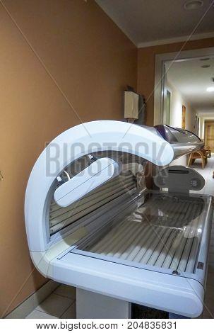Solarium tanning bed. Tanning solarium light machine