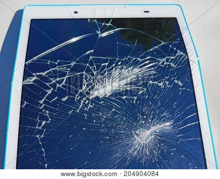 Broken display of a tablet device in summer