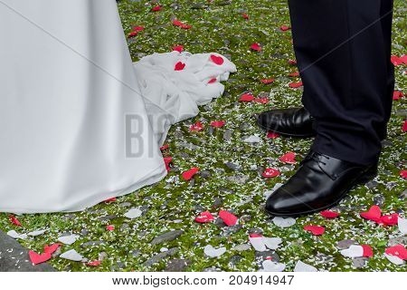 Red and white confetti in a heart shape at the foot of the newlyweds.