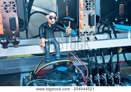 Bald plasticine man knocks on the video card pick for mining cryptocurrency