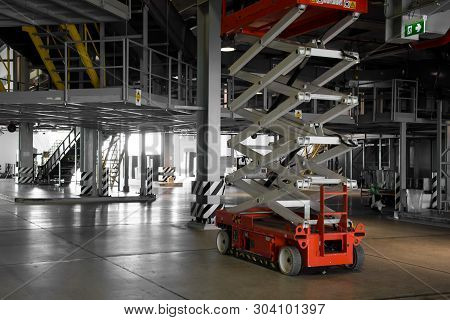 Distribution Warehouse Hall With Hydraulic Scissors Lift Platform