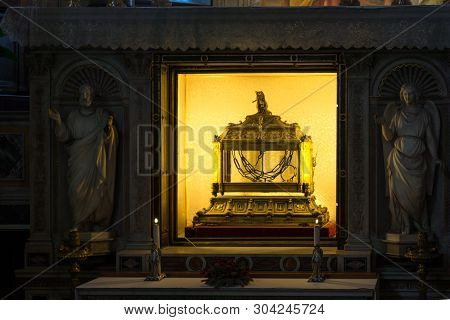 Rome, Italy - June 23, 2017:  Reliquary Containing The Chains Of St.  Peter In Church Of Saint Peter