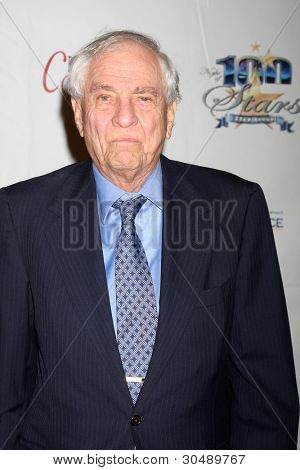 LOS ANGELES - FEB 26:  Garry Marshall arrives at the