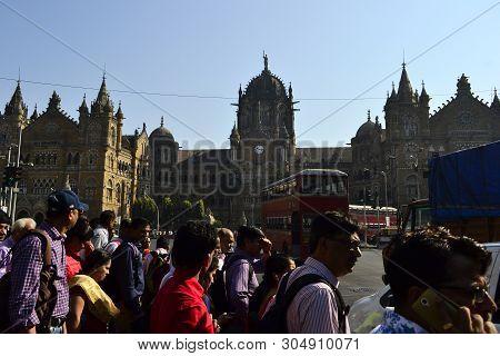 Mumbai, India - January, 2017: Crowd Of People Crossing Street On Background Of Chhatrapati Shivaji