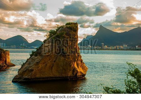 Rio De Janeiro, Brazil: The Famous Rio De Janeiro Landmark - Christ The Redeemer Statue On Corcovado