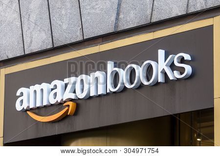 New York, Usa - May 17, 2019: Amazon Books Store In New York City. It Is A Chain Of Retail Bookstore