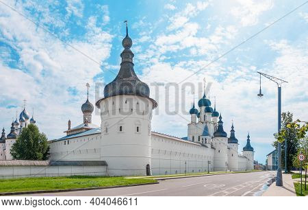 Golden Ring Of Russia.the Kremlin Wall Of The Ancient Rostov Kremlin. Panorama.