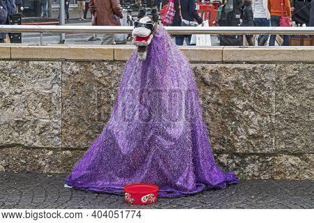 Bristol, Uk - November 12, 2016: A Street Performer In The City Centre