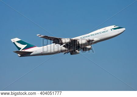 Cathay Pacific Cargo Boeing 747-400 B-hul Cargo Plane Departure And Take Off At Hong Kong Chek Lap K