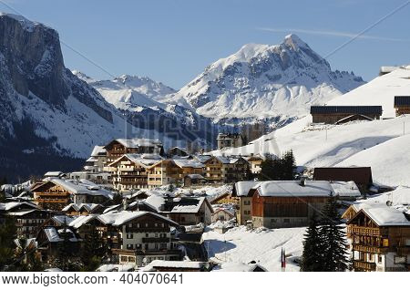 San Cassiano, Italy February 2021: Vista Di San Cassiano In Val Badia, South Tyrol During Winter Sea
