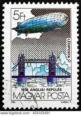 Hungary - Circa 1981: A Stamp Printed In Hungary Shows Graf Zeppelin Over Tower Bridge, England, Cir