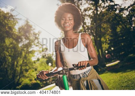 Portrait Of Her She Nice-looking Attractive Pretty Slim Fit Thin Cheerful Cheery Glad Wavy-haired Gi