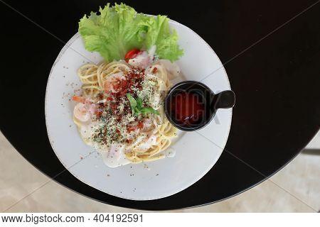 Spaghetti Carbonara Or Pasta, Spaghetti With White Cream Sauce