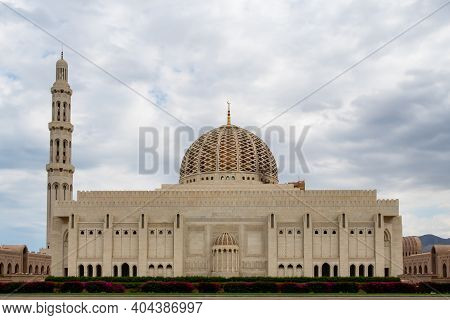 Muscat, Oman, 28/01/2020. Sultan Qaboos Grand Mosque In Muscat, Oman, Symmetrical View Of Exterior F