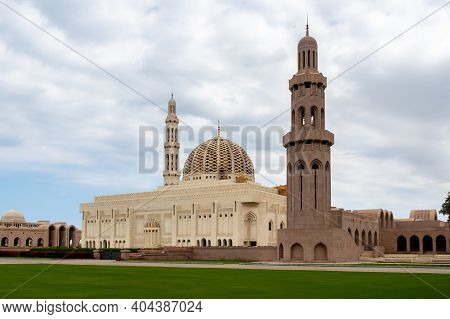 Muscat, Oman, 28/01/2020. Sultan Qaboos Grand Mosque In Muscat, Oman, Landscape View, With Majestic