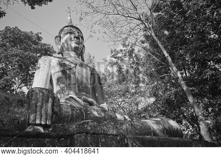 Phayao, Thailand - Dec 6, 2020: Low Angle Black And White Front Right Meditation Buddha Statue In Gr