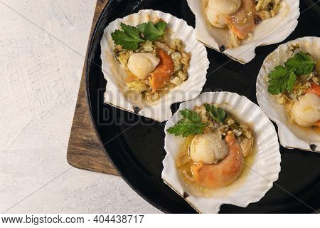 Close Up Baked Scallops With Caviar And Creamy Garlic Sauce. Recipe For Cooking Scallops With Caviar