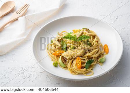 Spaghetti Chicken With Green Curry Sauce , Thai Food ,spaghetti Khiao Waan Gai