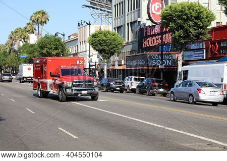 Los Angeles, Usa - July 10, 2017: Fire Fighter Truck In The Streets Of Los Angeles. California
