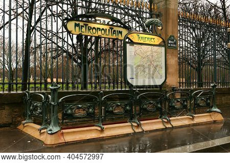 Paris, France. January 17. 2021. View Of The Entrance To A Parisian Subway Station. Public Transport