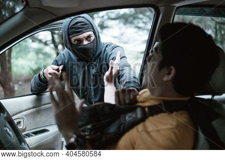 Bandit Robs Mans Car. He Is Threatening Her Then Man Is Shocked