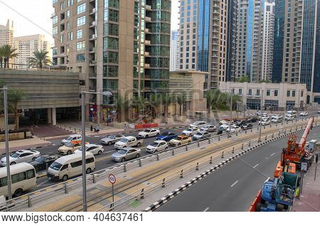 Dubai - Uae - December 18, 2020: View Of Jbr Street With Heavy Traffic. Jumeirah Beach Residence And