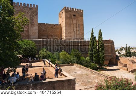 Granada,spain-august 12, 2017:people Visit The Famous Alhambra In Granada During A Sunny Day.