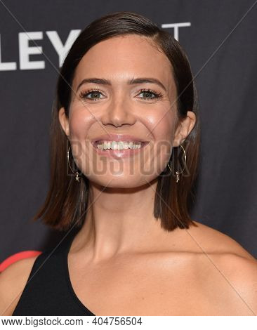 LOS ANGELES - MAR 24:  Mandy Moore arrives for PaleyFest 2019 - This Is Us on March 24, 2019 in Hollywood, CA