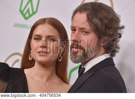 LOS ANGELES - JAN 19:  Actress Amy Adams and Darren Le Gallo arrives for the 30th Annual Producers Guild Awards on January 19, 2019 in Beverly Hills, CA