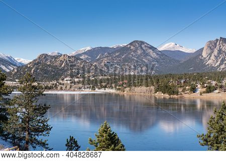 Estes Park, Co - November 29, 2020: View Of The The Rocky Mountains And The Town Of Estes Park, Colo