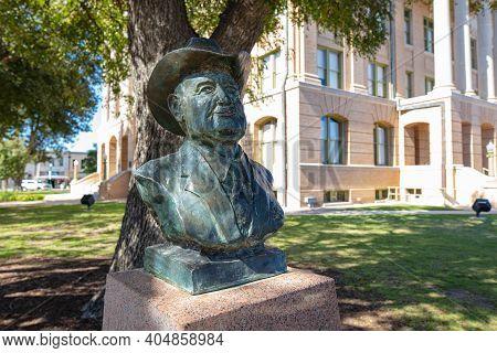 Georgetown, Texas, Usa - November 3, 2020: Henry C. Matysek Bronze Sculpture, Former Williamson Coun