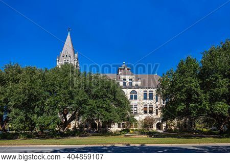Georgetown, Texas, Usa - November 3, 2020: The Hugh Roy And Lillie Cullen Building, Administration B