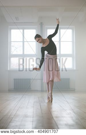Female ballet dancer keeping the rack in class during her training