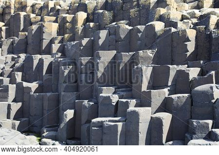 Ulster (ireland), - July 20, 2016: Polygonal Basalt Lava Rock Columns Of The Giant\'s Causeway On Th