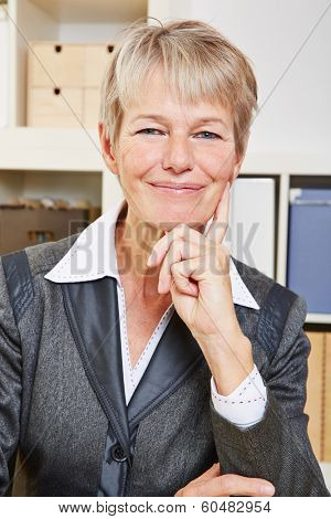 Portrait of an happy smiling senior business woman in the office