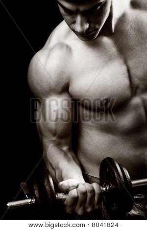 Fitness-Studio und Fitness Concept Bodybuilder und Hantel
