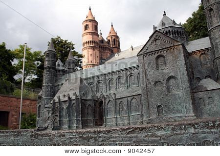 Worms Cathedral Model
