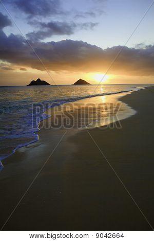 sunrise at lanikai beach in hawaii