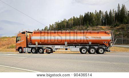 Volvo FH Semi Tanker For Bulk Transport