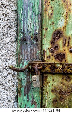 rusted lock a door