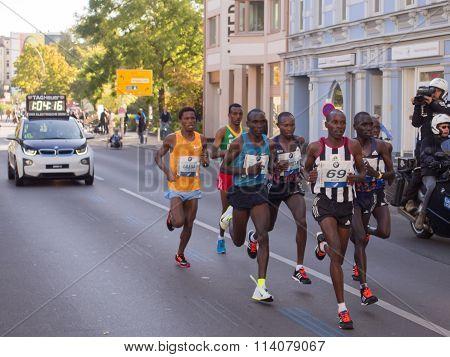 leading group at Berlin Marathon 2015