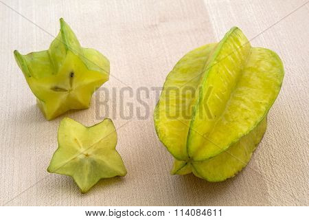 Karambola whole and sliced