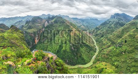 Nho Que river valley on the rocky plateau of Ha Giang