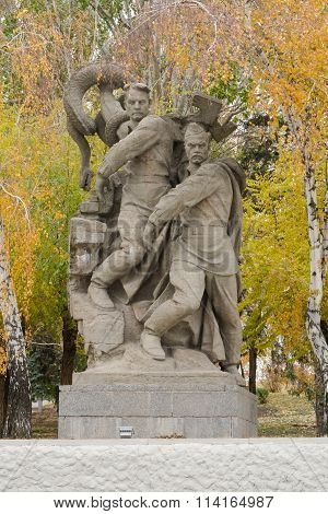 """Sculpture Allegory """"defenders Of Stalingrad Destroy Not Yet Defeated, But Received A Mortal Wou"""
