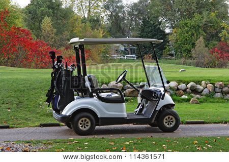 Caddy golfcart by the field in the autumn